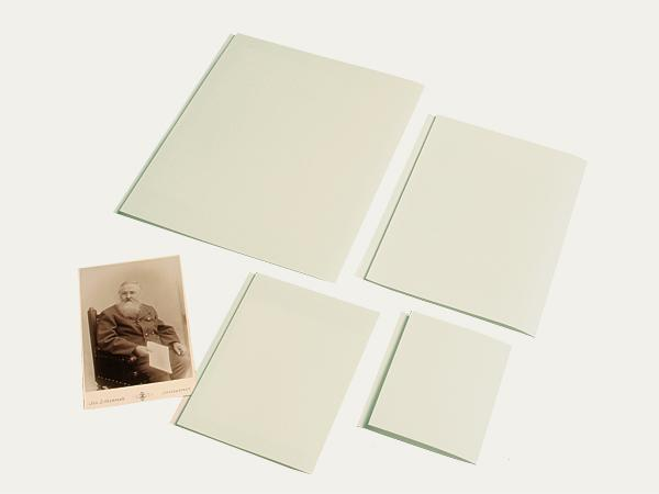 Opaque: Folder enclosures with inscription flap